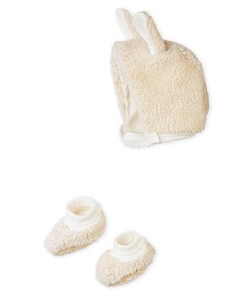 Conjunto de gorrito y patucos para bebé
